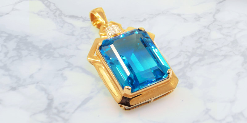 We buy gold and silver pendants