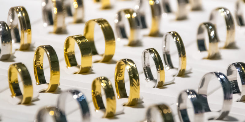 We buy gold, silver and platinum rings
