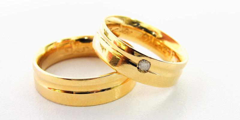 We buy wedding rings