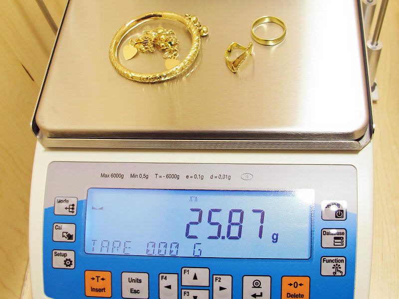 18 karat gold on precision scale